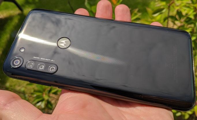 Moto G8 Power review romana